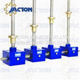 self locking screw type lift design for a scissor jack